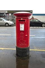 Post Box, Gallowgate Square, Largs (Joe Son of the Rock) Tags: postbox pillarbox letterbox gallowgatesquare gallowgatestreet largs ayrshire northayrshire