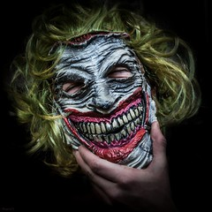 why so serious? (*BegoñaCL) Tags: mask joker hand smile portrait lowkey begoñacl comicconvalencia2018 comiccon