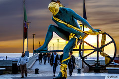 Sunset Boulevard (danilocolombo69) Tags: danilocolombo69 danilocolombo statua mare viale spiaggia persone nikonclubit