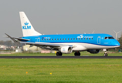 PH-EXJ  KLM Cityhopper Embraer 175STD (ERJ-170-200STD) (Osdu) Tags: aircraft airplane avion aeroplano aereo 机 vliegtuig aviao uçak аэроплан samolot flugzeug luftfahrzeug flygplan lentokone aeroplane طائرة letoun fastvingefly avión lennuk هواپیما flugvél aëroplanum самолёт 固定翼機 飛機 spotting planespotting avia aviation embraer klm klmroyaldutchairlines klmcityhopper ams amsterdamschiphol eham embraer175 erj170 phexj