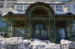 Hochstraße Semmering veebruaris (anuwintschalek) Tags: nikond7000 d7k 18140vr austria niederösterreich semmering luftkurort hochstrasse sula thaw tauwetter lumi schnee snow talv winter february 2019 hotel jugendstil panhans juugendstiil lumehang entrance sissekäik eingang