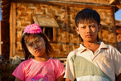 Mandalay (Bertrand de Camaret) Tags: birmanie myanmar bertranddecamaret ngc nationalgeographic enfant children mandalay fleur flower