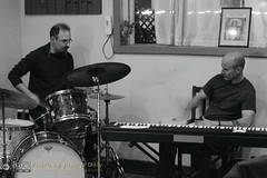 Free Improvisation at Le Petit Zinc [50D-1887GS] (Juan N Only Music Photos) Tags: music jazz freejazz boxdeserter bohemianhomeinexile cafe lepetitzinc detroit michigan grayscale blackwhite monochrome improvisation drums bongos avantgarde creative experimental may 2010 juannonly blackandwhite musicians