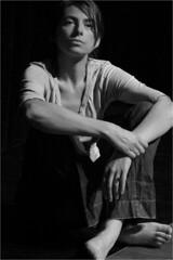 Observation (polanuivatje) Tags: noiretblanc blackandwhite monochrome woman theater