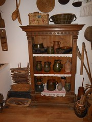 hlinené nádoby na lekvár, masť, mlieko, víno a iné potraviny