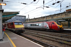 London North Eastern Railway 91122 & Virgin Trains Super Voyager 221143 (Will Swain) Tags: carlisle station 29th september 2018 lner west coast main line mainline cumbria north lake district lakes county train trains rail railway railways transport travel uk britain vehicle vehicles england english europe london eastern 91122 virgin super voyager 221143 class 221 143 91 122