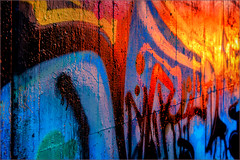 Fire wall (Eva Haertel) Tags: eva haertel sony strase street wand mauer wall graffiti farbig bunt colorful colors farben perspektive perspective licht light sonnenlicht sunlight verlauf progress schärfe sharpness kunst art linien lines glanz shine sonnenuntergang sunset komplementär complementary abstrakt abstract textur struktur structure texture stadt city