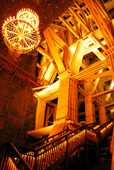 Rolling in the deep (Anselmo Portes) Tags: wieliczkasaltmine wieliczka saltmine poland polônia deep mine mina minadesal minadesalwieliczka light stairs escadas dark