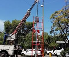 En coordinación con el Infonavit trabajamos en la colocación de postes en los que se instalará el SISTEMA DE ALERTAMIENTO SÍSMICO en tres unidades habitacionales de la capital del Estado