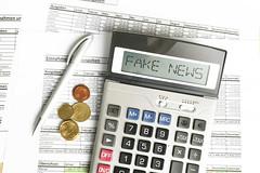 Fake_News-auf-Taschenrechner (Christoph Scholz) Tags: fake news fakenews fälschung falschmeldung hetze rechte internet gruppen chat manipulation täuschung soziale medien trump donald