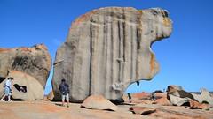 Remarkable Rocks (Sanseira) Tags: australien australia kangaroo island felsen remarkable rocks nationalpark flinders chase touristen besucher