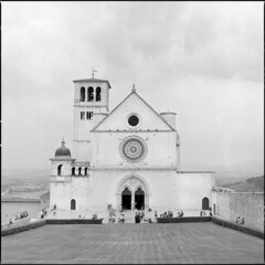 Basilica Di San Francesco d'Assisi (BG Sixtyniner) Tags: italia umbria assisi religious pilgrimage temple basilica sanfrancesco saintfrancis motherchurch romancatholic romanesque gothic architecture medieval ancient hillslope building tower bellfry hasselblad 500cm carlzeiss macroplanar f4 120mm mediumformat square 6x6 rollfilm 120 analog bw blackwhite expired ilford hp5 homedev paterson microphen 10 stock canoscan9000f vuescan