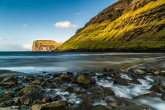 Tjørnuvik - Faroe Islands ( fabienne fauré) Tags: canon 5d mark iii 2470mm faroeislands ilesferoe tjørnuvik streymoy poselongue longexposure river denmark danemark risin kellingin ombre soleil sun shadow green water sea landscape coast coastscape rocher roc yellow vert jaune
