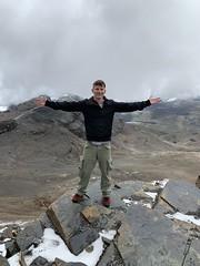 The Mount Chacaltaya (5,421 meters or 17,785 ft), the Cordillera Real, Bolívia, South America. (ER's Eyes) Tags: bolivia bolívia lapaz mountain montanha peak cume neve snow cerrochacaltaya verão summer sobrinho nephew abner glacier bigmelt moonvalleyandchacaltayamountainsharedfulldaytour intitravel tripadvisor viator mariaauxiliadorachurch pico natureza nature chacaltaya mollolanguage bridgeofwinds windsmeetingpoint aymara coldroad thecordillerareal thecordilleraoriental thebolivianandes chacaltayasglacier southamerica formerskyresort americadosul foldmountain 5421m17785ft secondsummitofchacaltaya trekchacaltayasummit amateurmountainner mountaineer alpinista alpinistaamador esporte sport extremesport radicalsport esporteradical summit formerskiresort meltedglacier bridgesofwinds theandes sharedtour tour passeio travelguide guia passeiocompartilhado
