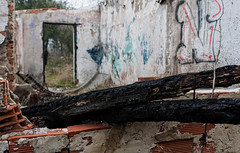 """""""Más quemado que el palo de un churrero"""" (Carlos Javier Pérez) Tags: tamron2470g2 nikond500 nikon urbex vigasquemadas maderaquemada incendio abandono casaabandonada"""