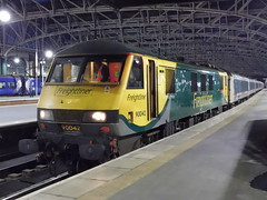 Freightliner 90042 at Glasgow Central (22/02/2019) (1) (David Hennessey) Tags: freightliner class 90 electric locomotive 90042 glasgow central caledonian sleeper