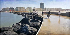 Une petite douche sur le Westelijke Strekdam, à Ostende, Belgium (claude lina) Tags: claudelina belgium belgique belgië ostende mer sea plage beach merdunord noordzee sable cabine westelijkestrekdam jetée jetéedostende