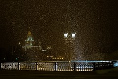 Snowfall in Moscow (Michał Siergiejevicz) Tags: snow snowflakes snowfall light lantern night view city canon 70200