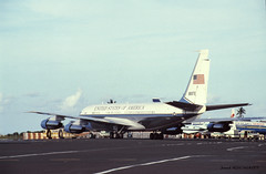 Gouvernement américain (patoche21) Tags: aeronef armeeamericaine armees avion boeing c135 c147 europe france faaa outremer polynesiefrancaise tahiti aviondetransport diapo patrickbouchenard slide polynesia usa us government gouvernement gouvernemental 707 transport jet liner military usaf aéroport airport