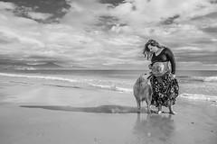 Fotos para Esther #20 (versión 2) (Héctor Rodríguez Maciá) Tags: sanjuan alicante españa spain playa mar costa mediterráneo arena embarazo embarazada perro bn byn blanco negro bw blackandwhite blackwhite