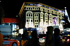 2012/1732 (june1777) Tags: snap street seoul namdaemun night light bokeh sony a7ii kyocera contax carl zeiss g planar gplanar 45mm f2 500 clear