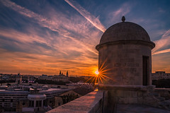 Sunset in Valletta (Vagelis Pikoulas) Tags: sun sunset valletta malta europe travel landscape city cityscape urban view tokina 2470mm canon 6d holidays february winter 2019 sunburst clouds cloudy cloud cloudscape architecture sky skyscape colour colours colors color