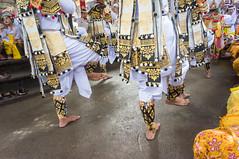 (kuuan) Tags: manualfocus mf voigtländer15mm cvf4515mm 15mm bali indonesia sonynex5n festival temple kids girls traditionaldress kebaya dancers feet audience fun parents handphone documentary