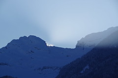 IMGP3483 Sonneruntergang am Chrummenstein (Alvierkette) (Alvier) Tags: schweiz ostschweiz alpenrheintal rheintal rhein rheindamm baustelle autokran bunker railjet berge alpstein dreischwestern alvier