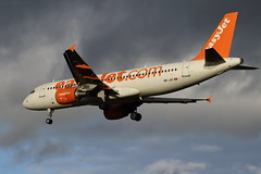 EasyJet Airbus A320-214 HB-JXC (Simon Snorkel) Tags: bhx birmingham airport easyjet airbus a320214 hbjxc