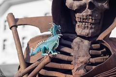 Eine bemerkenswerte Begegnung --- A remarkable encounter (der Sekretär) Tags: drache edna sensenmann spielzeig dead death dragon grimreaper tot