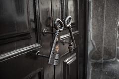 Royal keys (aleflorea.photography) Tags: holiday travel madeira funchal island palácio de ornelas door keys palace