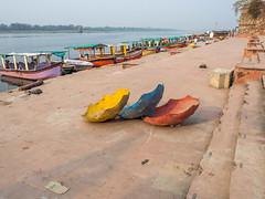 LR Madhya Pradesh 2018-2250605 (hunbille) Tags: birgittemadhyapradesh20183lr india madhya pradesh madhyapradesh maheshwar ghat ahilyabai ghats ahilyabaighat narmada river holy three upside down