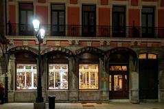 Confitería (ccc.39) Tags: asturias oviedo confitería escaparate noche nocturna calle ciudad night urban street store