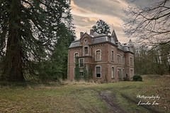 Manoir van Duchess (Photography by Linda Lu) Tags: manoirvanduchess lostplacesbelgium lostplaces urbex urbanexploring decay discarded abandonedhome abandoned