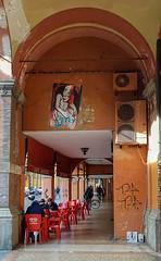 Ora di colazione (tullio dainese) Tags: 2019 bologna portici portico muri muro wall walls strada strade street streets