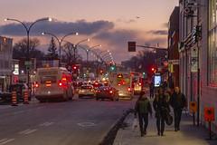 The return home / Le retour à la maison (Jacques Lebleu) Tags: crépuscule piétons circulation autobus automobiles