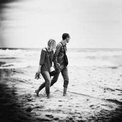Main dasn la main (Yoann Delaplace) Tags: paysage couple digue dos dune famille glem mer mimizan plage port rue sea street vacances ville