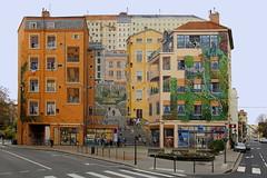 Palais Farbenreich (ploh1) Tags: lyon frankreich haus architektur bunt farbenfroh stadtansicht bemalt fassade