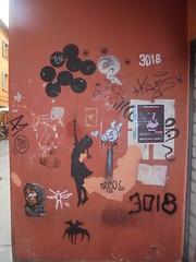 214 (en-ri) Tags: bambina little girl nero stencil spray tag arrow 3018 donna woman bologna wall muro graffiti writing