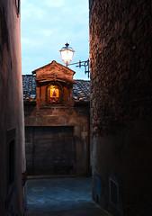 Vicoli storici (thomas.amicabile) Tags: italia italy vie vicoli vicolo colori città strada street strade paesaggio paesaggistica paesaggi tramonto sera