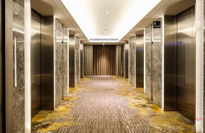 板橋凱薩大飯店走廊和電梯