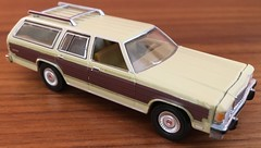 1985 Ford LTD Country Squire 1/64 Greenlight (Eunus El Ya) Tags: 80s countrysquire fomoco musclewagon malaiseera stationwagon lincoln mercury 1985 ford ltd fordltd car model toy diecast 164 greenlightcollectibles greenlight