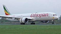 E-AUO (AnDyMHoLdEn) Tags: ethiopianairlines ethiopian 787 staralliance egcc airport manchester manchesterairport 05r
