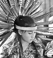 Make your life be your art (gcarmilla) Tags: bw blackandwhite biancoenero ritratto portrait ragazza girl aztec azteca azteco mexico dancer cultural culturale tradition tradizione feathered headdress