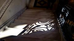 30 - Paris - Février 2019 - un escalier dans le bâtiment de la Bourse de Paris (paspog) Tags: paris france ombre ombres shadow shadows escalier stairs boursedeparis février februar february 2019