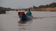 IMGP1616 End of the day (Claudio e Lucia Images around the world) Tags: kompongphlukfloatingvillage siemreap cambodia kompong phluk floating village siem reap pluck cambogia people portrait lady nice woman hat pentax ritratto kampong kids playing bathing houses stilts face faces mangrove albero tontle sap lake man pentaxart pentaxkp pentax18135 pentaxlens boat river water mud cielo nicelady smile sunset happy planet asia favorites mare oceano acqua roccia goldenhour barca edificio happyplanet asiafavorites