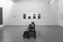 Blind (sdupimages) Tags: homme man noirblanc blackwhite noiretblanc bw nb monochrome candid musée museum paris parisien parisian street