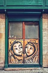 Les amoureux de Costah (Isa-belle33) Tags: door porte urban urbain city ville bordeaux fujifilm colors couleurs street streetphotography streetart costah