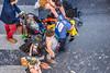 119-Famille confetti (Alain COSTE) Tags: bordeaux carnaval coursvictorhugo déguisement enfants lesgens parkingvictorhugo pointdevue procession sociabilité spectateur confetti défilé famille foule hauteur mère passagepiéton podium poussette rue gironde france fr