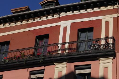 20100604 002 Jakobus Bilbao Hausfassaden Fenster Balkon_K